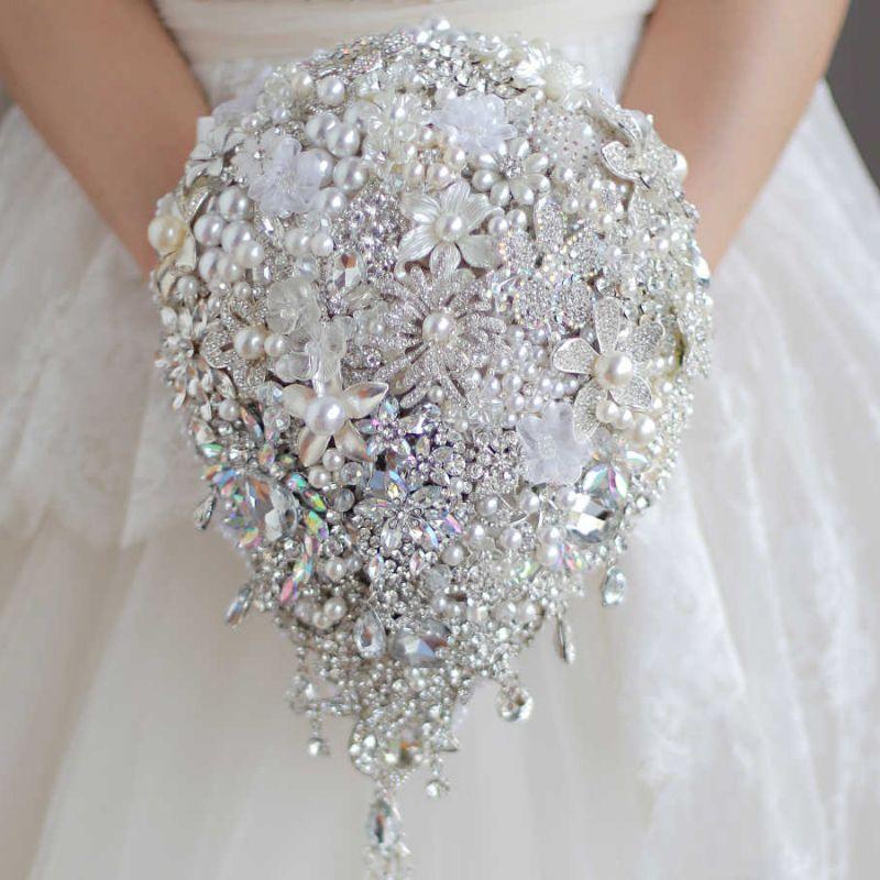 bó hoa cưới đính đá dáng dài