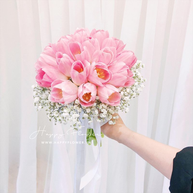 bó hoa tulip cầm tay hồng