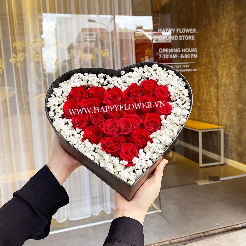 hộp hoa trái tim hồng đỏ mix baby trắng
