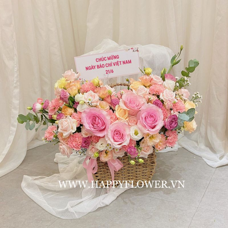 giỏ hoa hồng mix nhiều loại hoa