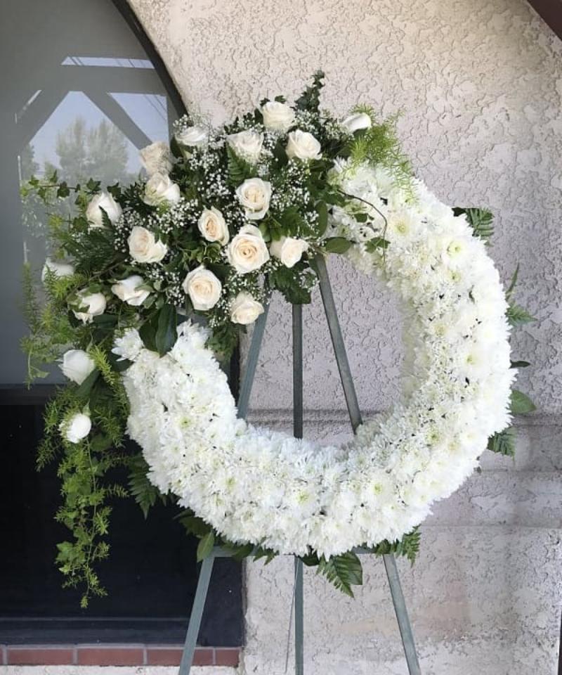 vòng hoa đám tang cúc trắng hình tròn