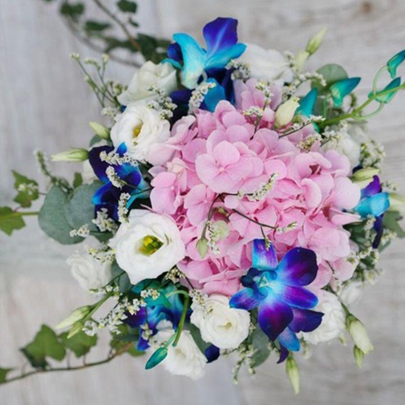 bó hoa cưới màu sắc độc đáo
