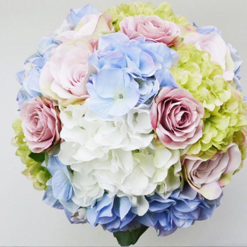 bó hoa cưới cẩm tú cầu dáng tròn
