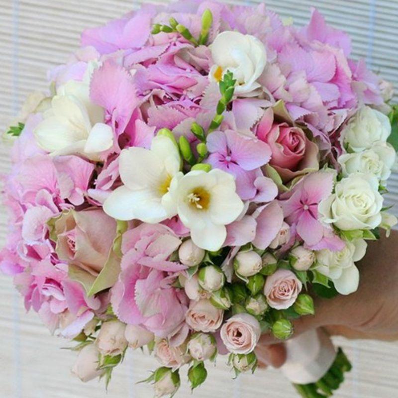 bó hoa cưới cầm tay mix nhiều loại hoa