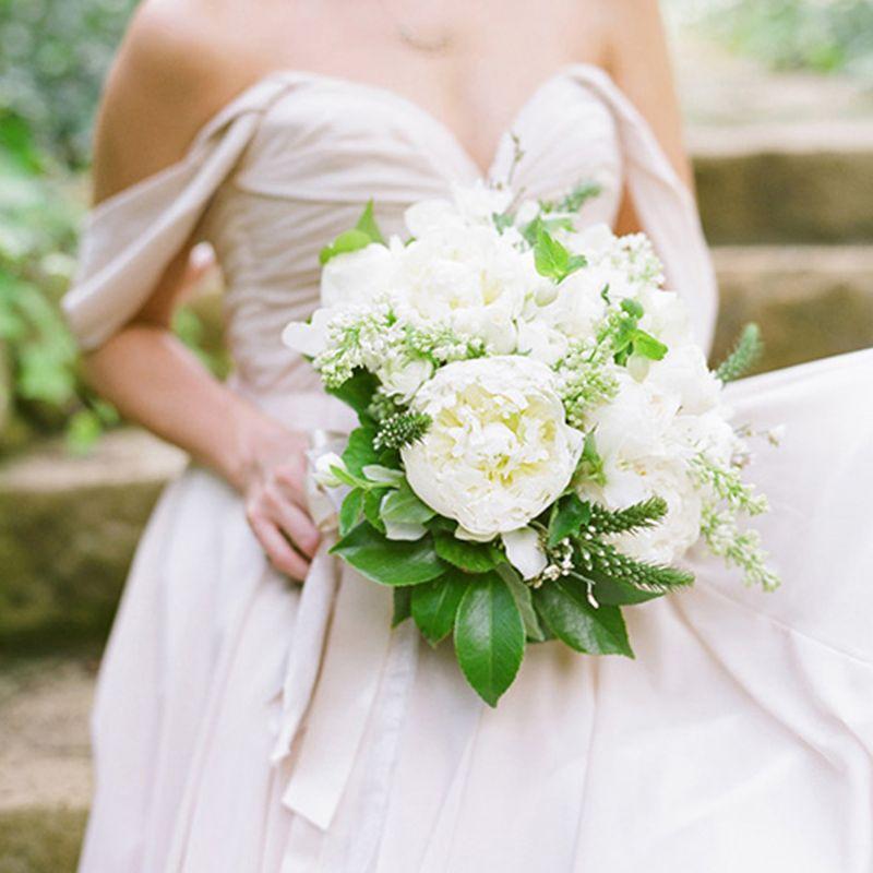 bó hoa cưới hoa sen trắng