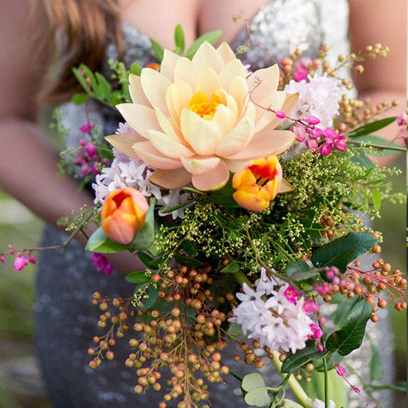 hoa cưới hoa sen vàng