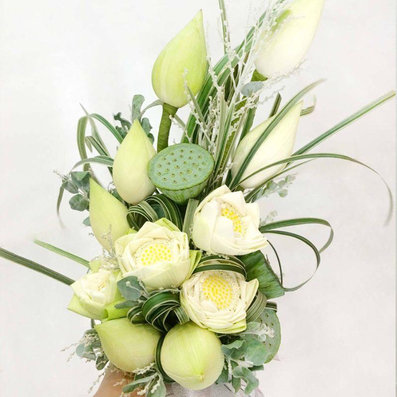 bó hoa cưới sen trắng