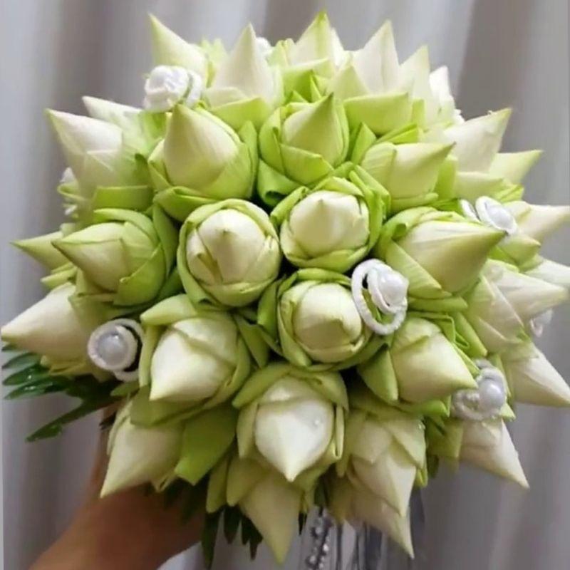 bó hoa búp sen trắng