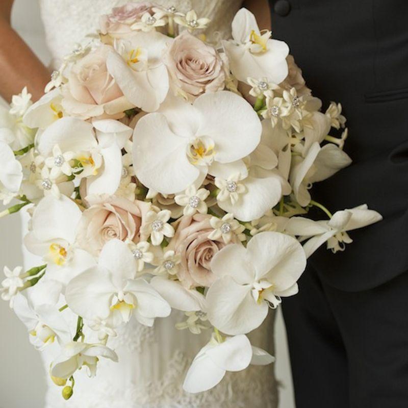 bó hoa cưới lan hồ điệp mix hoa hồng