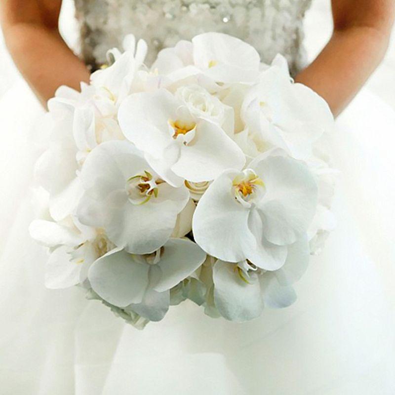 hoa cưới cầm tay lan hồ điệp dáng tròn