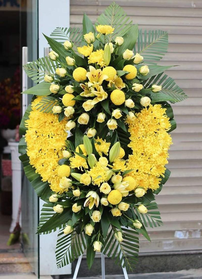 vòng hoa tang lễ màu vàng chủ đạo