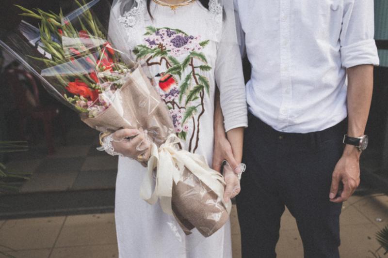 bó hoa cưới từ hoa lay ơn đỏ