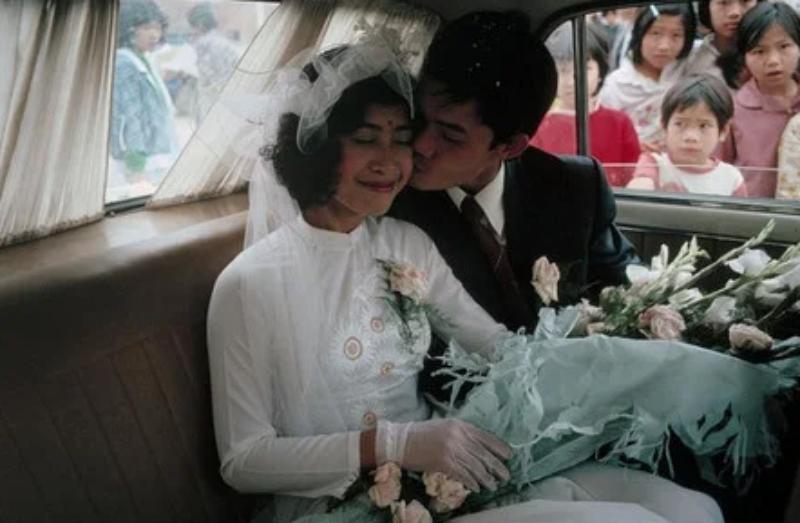 Bó hoa cưới cầm tay cô dâu kiểu dáng ngày xưa