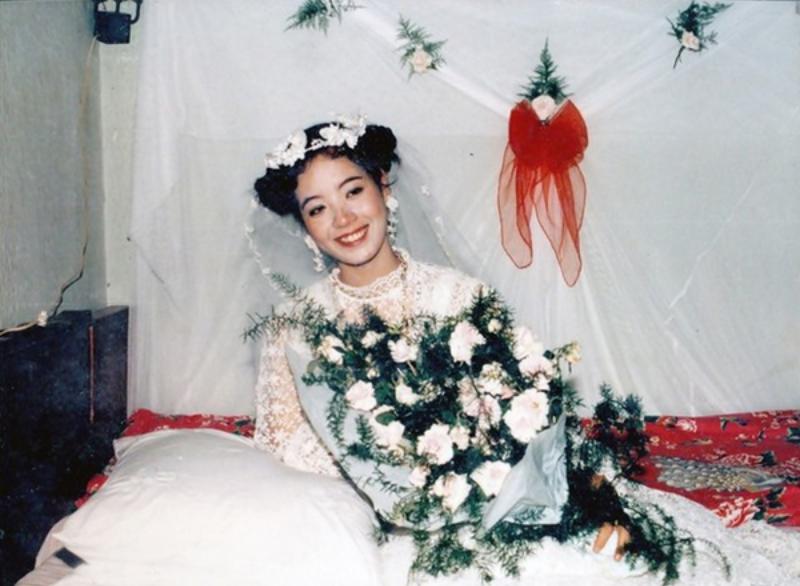 Bó hoa cưới từ hoa hồng trắng