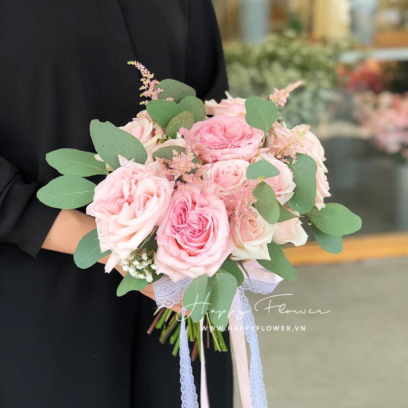 hoa cưới cần tay hoa hồng nhạt nhã nhặn