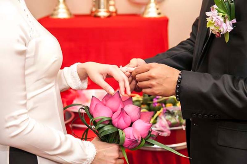 bó hoa cưới hoa sen nhã nhặn và tinh tế