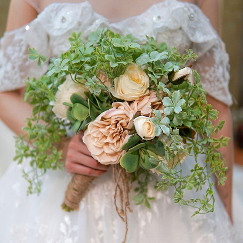 bó hoa cưới mix nhiều loại lá hoa