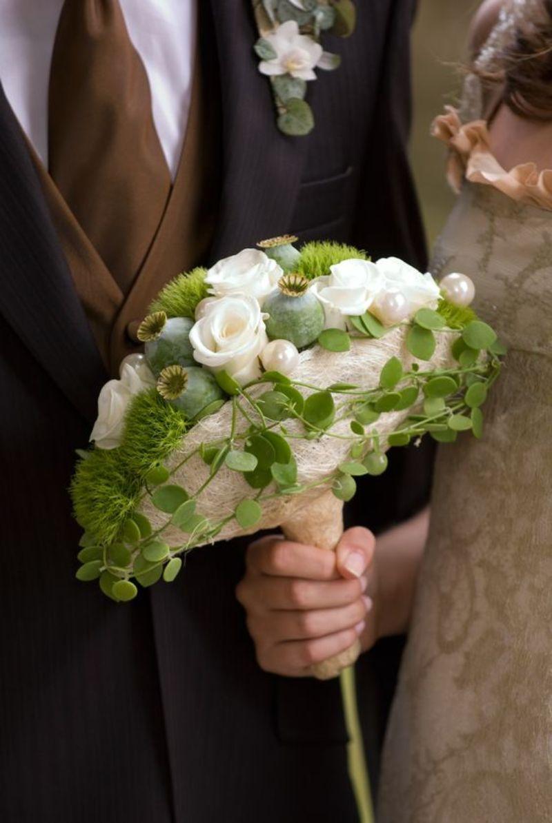 Bó hoa cưới hình hạt mang phong cách hài hòa với thiên nhiên