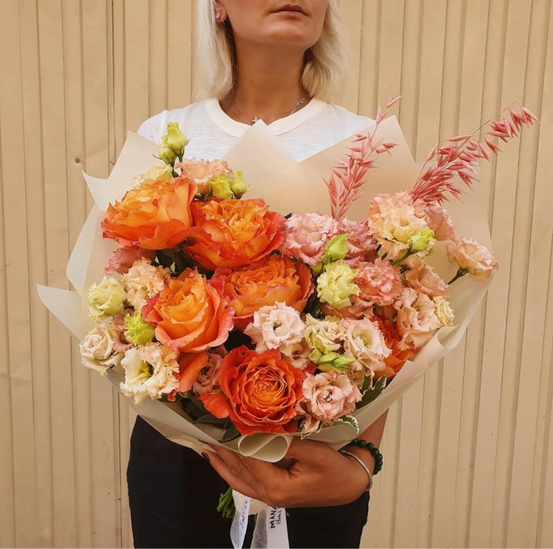 Bó hoa cưới cát tường mix hoa hồng màu cam