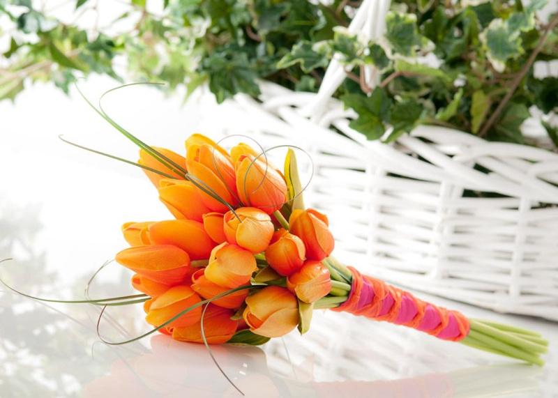 Bó hoa cưới màu cam hoa Tulip nhỏ nhắn