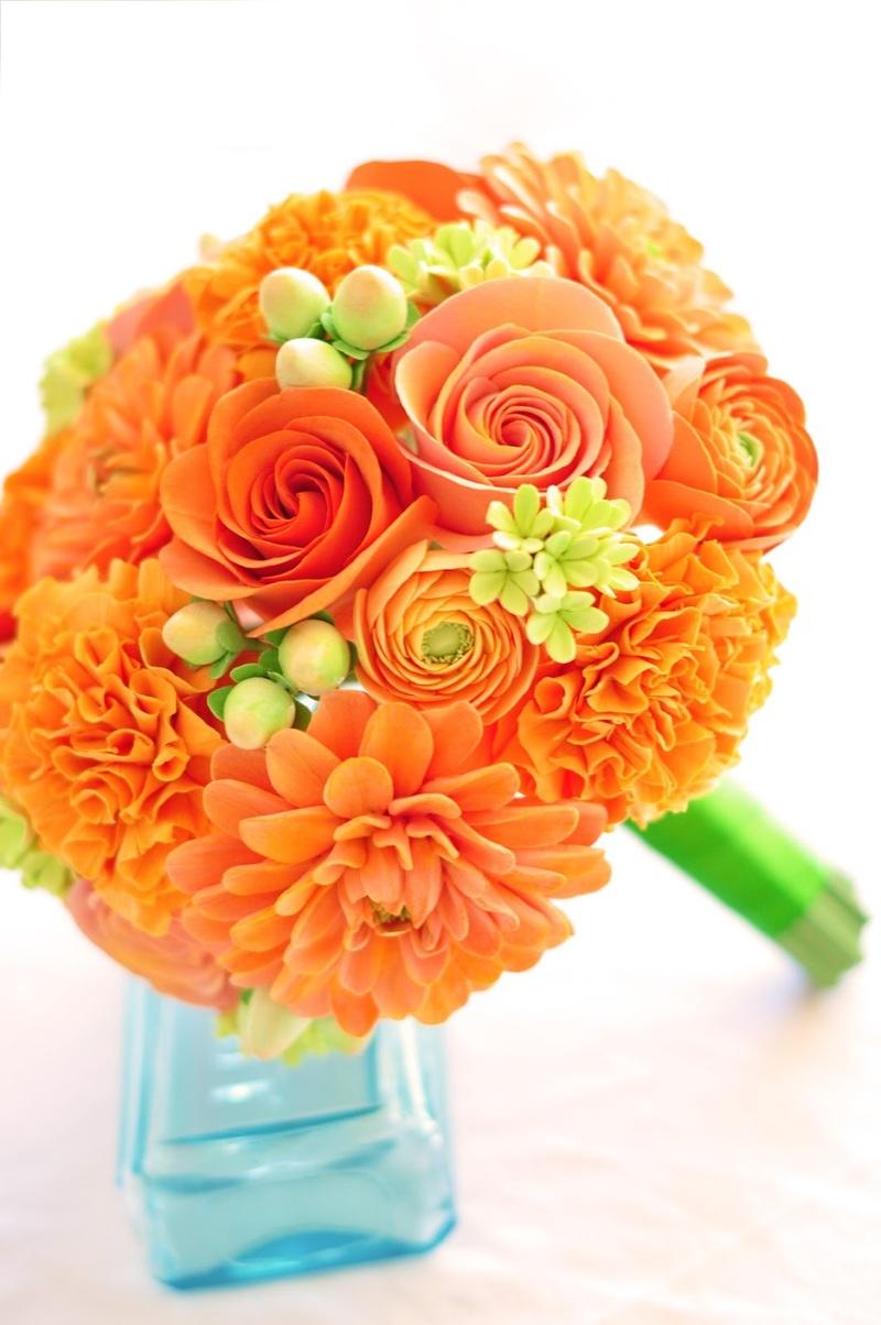 Bó hoa cưới màu cam hoa cẩm chướng mix hoa hồng cam