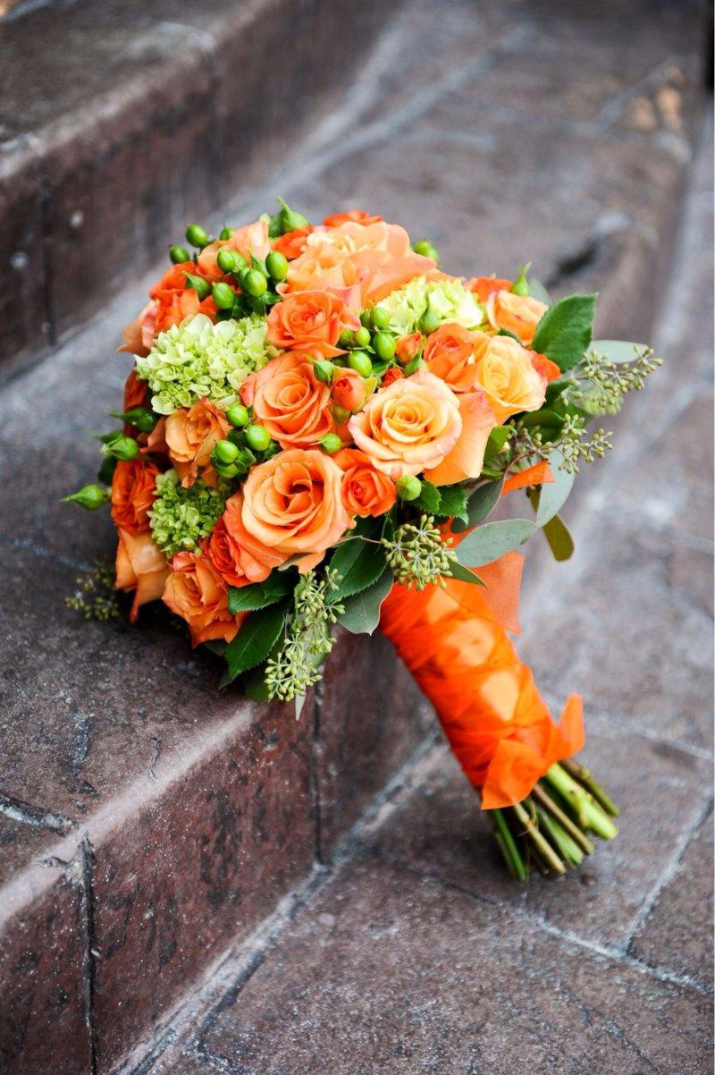 Bó hoa cưới màu cam hoa hồng đơn giản