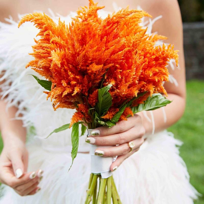 Bó hoa cưới màu cam hoa lau độc đáo