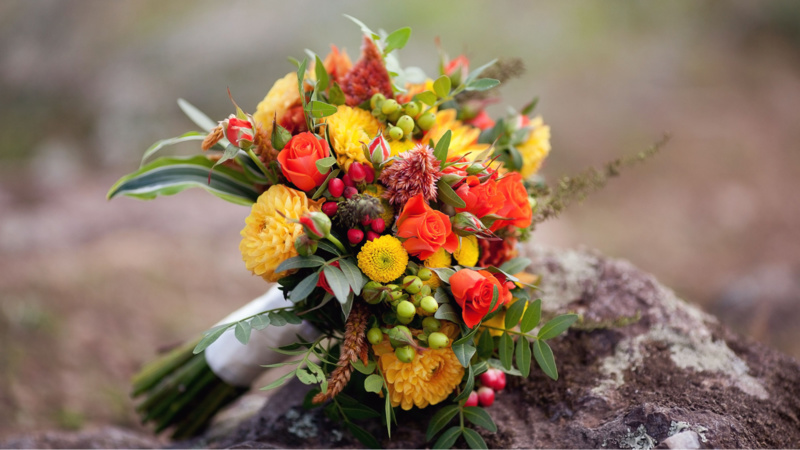 Bó hoa cưới màu cam đơn giản