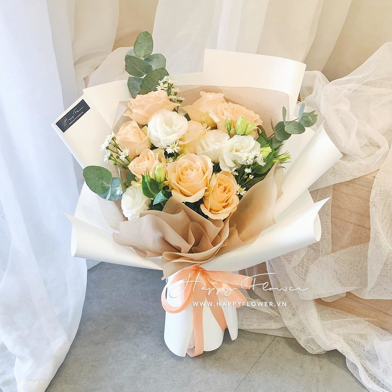 Bó hoa cưới màu cam nhạt mix hoa hồng trắng