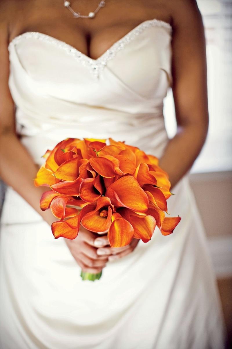 Bó hoa cưới màu cam hoa Calla Lily rực rỡ