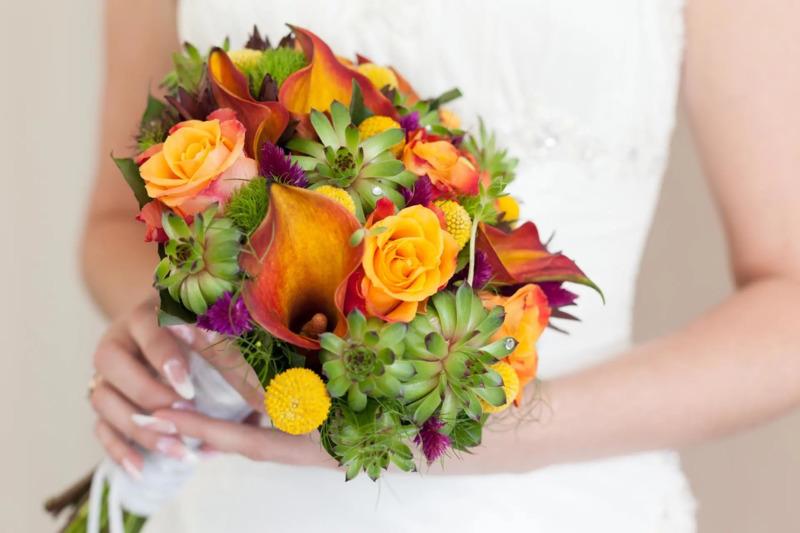 Bó hoa cưới màu cam hoa Calla Lily mix sen đá