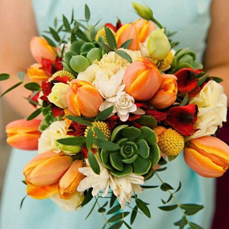 bó hoa cưới tulip mix nhiều loại hoa