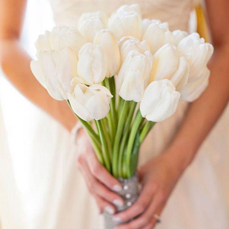 bó hoa cưới cô dâu tulip trắng