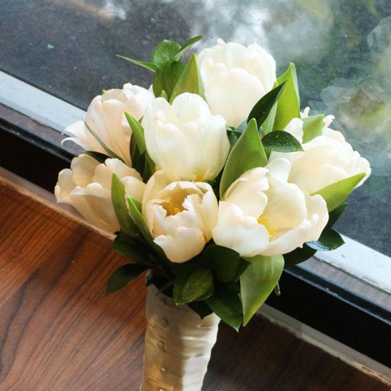bó hoa cưới cầm tay tulip