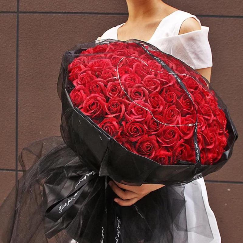 bó hoa hồng đỏ lớn đầy quyến rũ