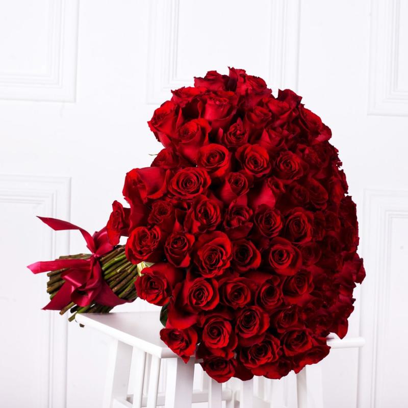 Bó hoa hống đỏ 100 bông lớn tặng bạn gái