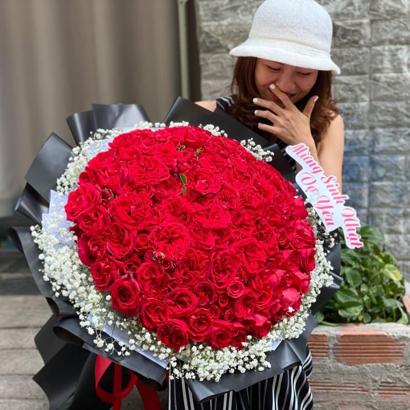 bó hoa hồng đỏ 99 bông tặng vợ thể hiện tình yêu vĩnh cửu