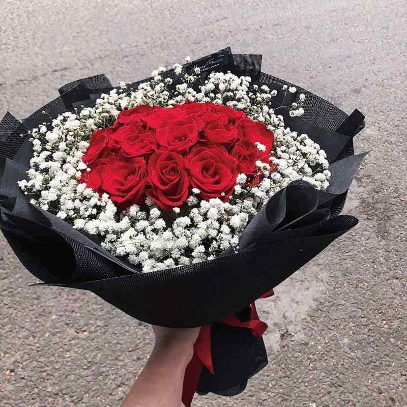 bó hoa hồng đỏ mix baby trắng