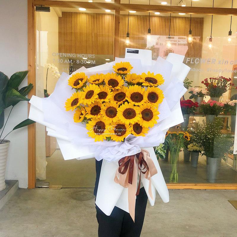 bó hoa sinh nhật khổng lồ hướng dương vàng mix giấy gói trắng