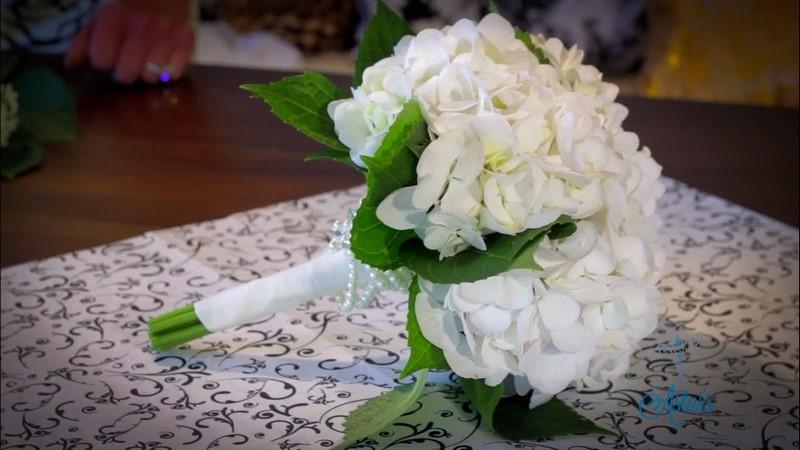 bó hoa cẩm tú cầu màu trắng tinh khiết