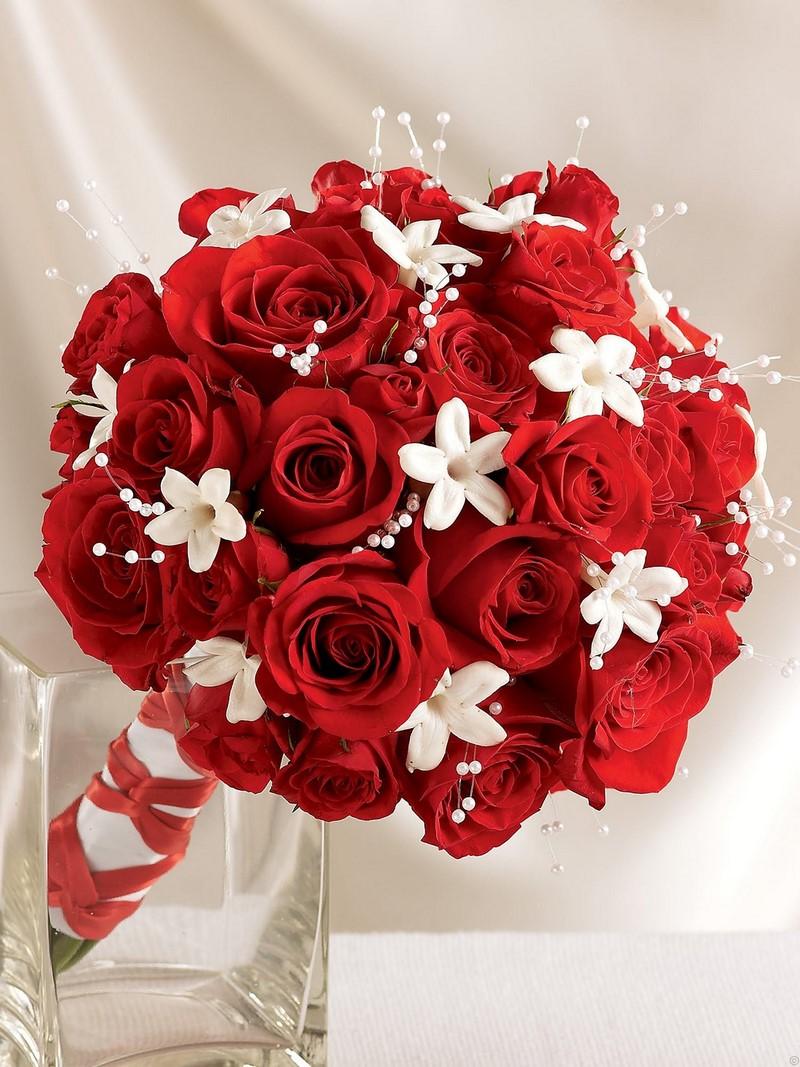 bó hoa hồng cưới màu đỏ rực rỡ