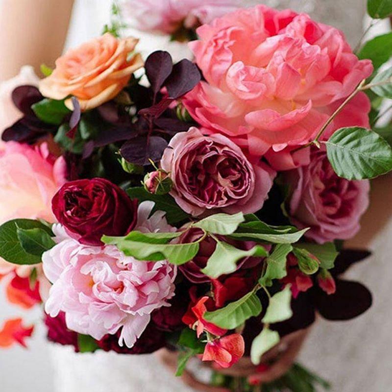 bó hoa cưới phối hoa hồng nhiều màu sắc