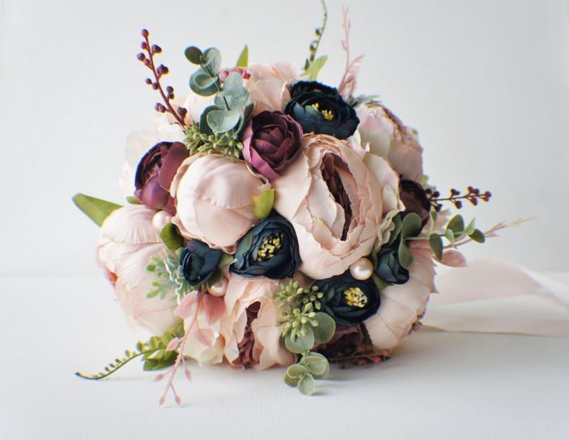 bó hoa cưới vintage phối nhiều hoa hồng