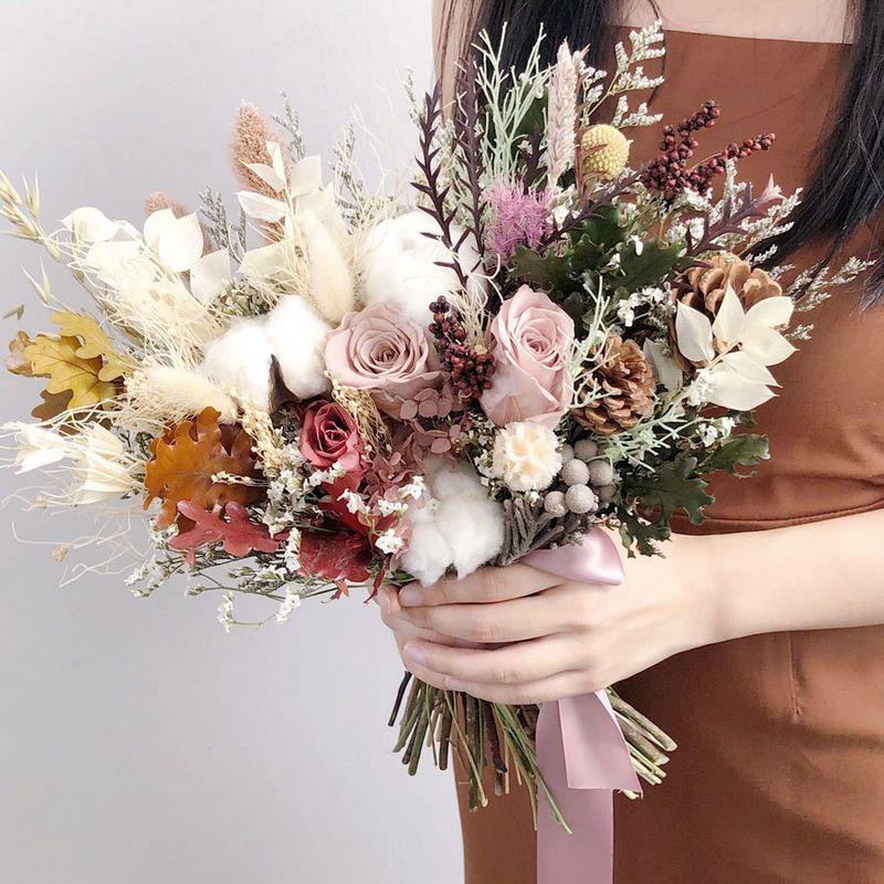 bó hoa cưới vintage nhiều màu sắc