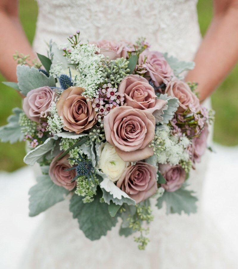 bó hoa cưới vintage phối hoa hồng