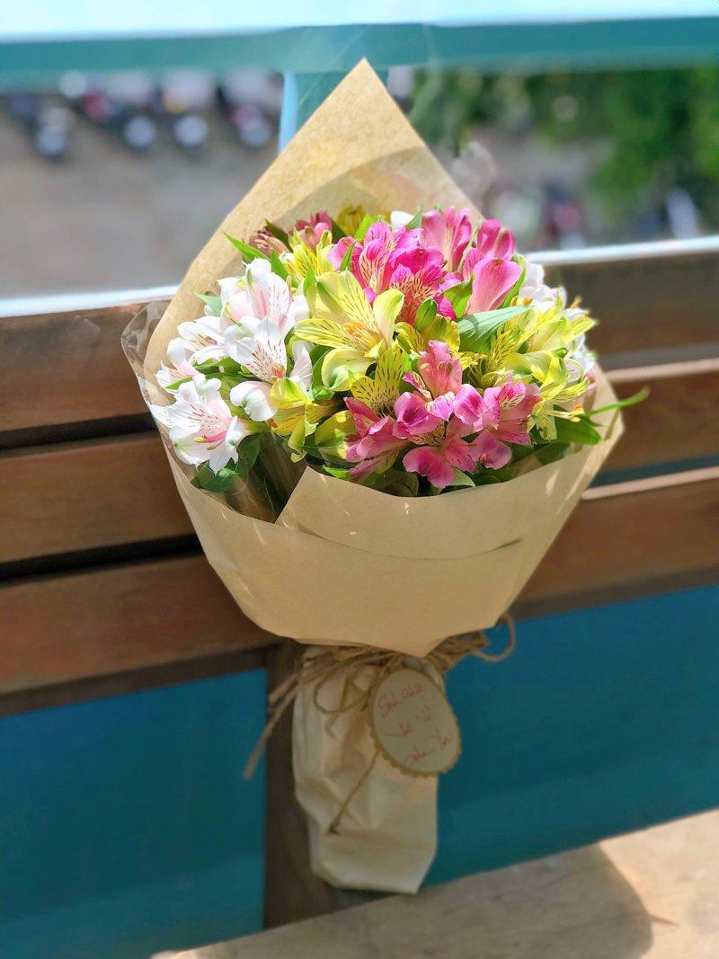 bó hoa thủy tiên đơn giản