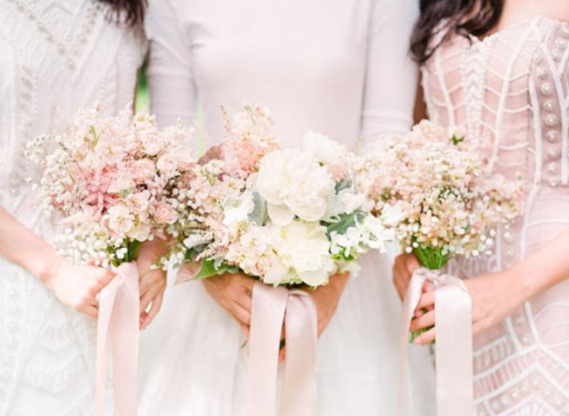 bó hoa cưới mix hoa baby