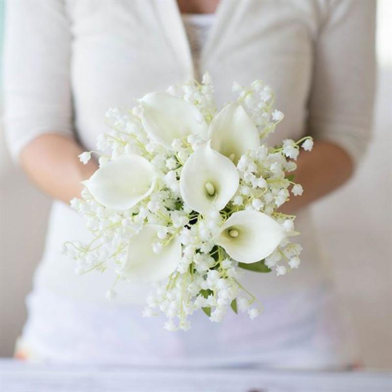 bó hoa cưới baby trắng mix loa kèn trắng