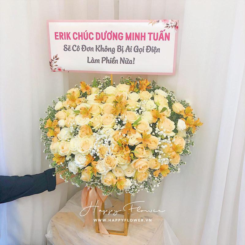 kệ hoa chúc mừng hoa hồng vàng mix hoa baby trắng