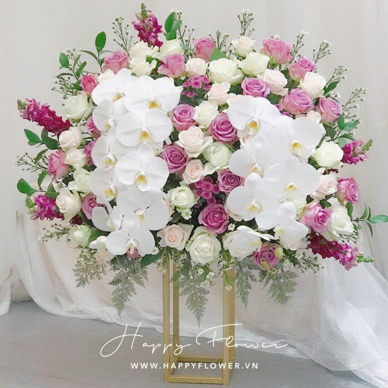 lẵng hoa kết hợp giữa hoa lan và hoa hồng